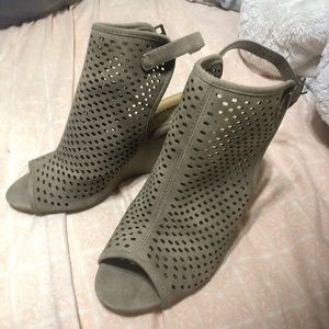 Tan city classified wedges